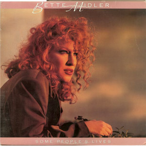 Bette_midler_from_a_distance