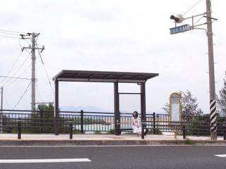 産業まつりに向かうバス停で。