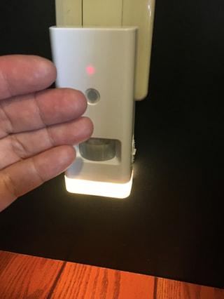 人感センサーと停電センサーで、毎日の夜の灯りにも、懐中電灯にも。