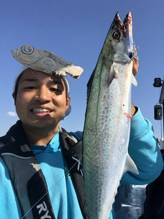 釣った魚だけを食べて生活!さかな芸人ハットリさん