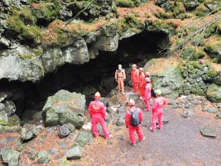 富士山麓で洞窟探検!