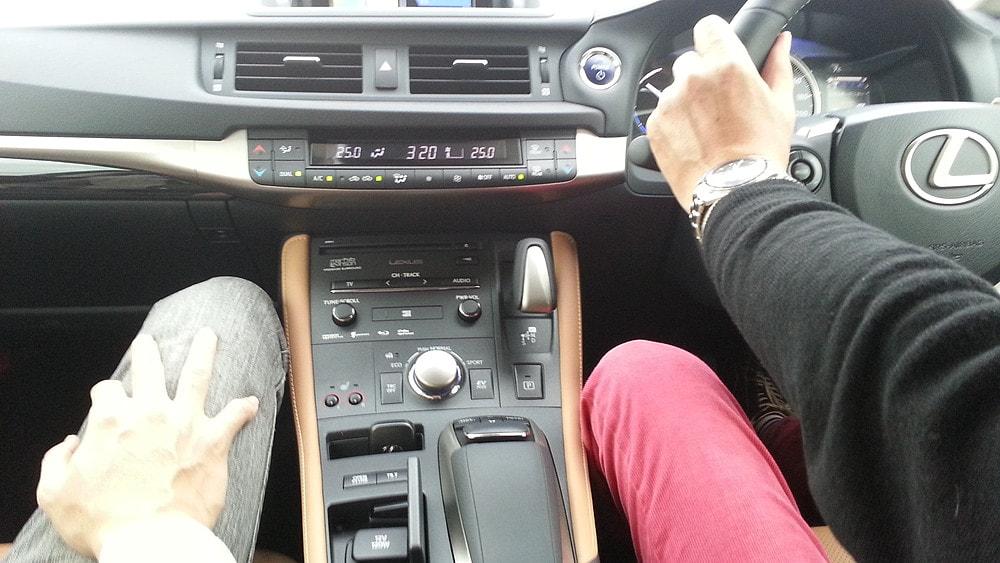 レクサス車内